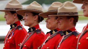 الشرطة الكندية تسمح لنسائها بارتداء الحجاب