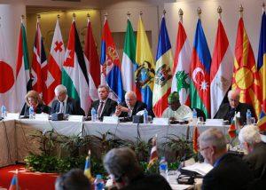 العالم في مهمة حرجة تتطلب توازنا بين مفاهيم الأمن والديمقراطية