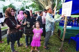 الإندونيسيين يصوتون2